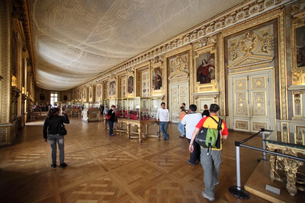 Infos sur musee du louvre interieur arts et voyages for Le louvre interieur